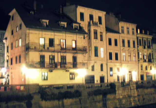 Eslovenia by night