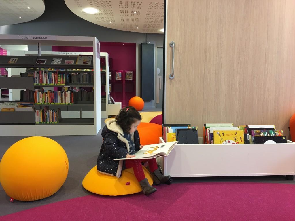 La bibliothèque locale et les enfants bilingues